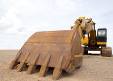 Сверхмощное строительное оборудование припаркованное на Worksite Стоковое фото RF