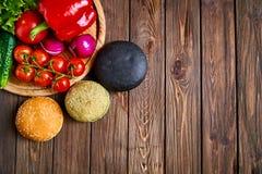 Сверху снял плюшек и овощей Стоковая Фотография RF