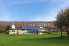 Сверчок смолол и павильон в красивом парке весной Стоковое фото RF