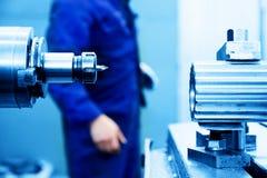 Сверлить и сверлильная машина на работе Индустрия, промышленная Стоковая Фотография