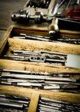 Сверло с сверлами на деревянной предпосылке Стоковая Фотография
