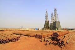 Сверля деррик-кран в железной шахте, Китай стоковая фотография rf