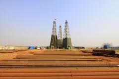 Сверля деррик-кран в шахте утюга, Китай стоковое фото