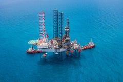 сверля оффшорное снаряжение нефтяной платформы Стоковое Изображение