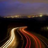 Света автомобиля на ноче на дороге стоковая фотография rf