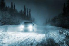 Света автомобиля и дороги зимы Стоковая Фотография RF