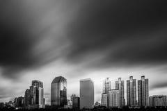 Света в больших предпосылках города Стоковые Фотографии RF