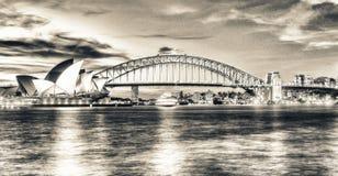 Света горизонта Сиднея на ноче Стоковые Фото