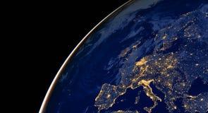 Света города Европы на карте мира европа Элементы этого изображения поставлены NASA стоковая фотография