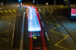 Света городского транспорта на ноче стоковые изображения rf