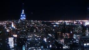 Света города горизонта NYC на ноче сток-видео