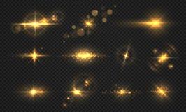 Света и искры вспышек Реалистический золотой сияющий пирофакел, прозрачные световые эффекты солнца, частицы и вектор взрыва звезд иллюстрация штока