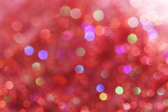 Света красных, розовых, белых, желтых и бирюзы мягкие резюмируют предпосылку - темные цвета Стоковое Изображение