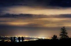 Света наблюдая ночи людей в долине Стоковая Фотография