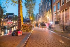 Света на улице и канале в людях сцены ночи долгой выдержки Стоковая Фотография RF