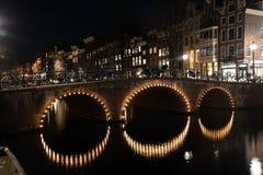 Света ночи Амстердама Нидерланды Стоковое Изображение