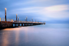 Света пристани на голубом часе, Alassio, Ligury, Италии Стоковая Фотография RF