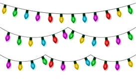 Света рождества шнуруют установленный вектор, собрание гирлянды цвета, изолированное на белизне Смертная казнь через повешение ги иллюстрация штока