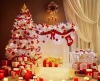 Света рождественской елки, сцена живущей комнаты камина Xmas, праздник Стоковые Фотографии RF