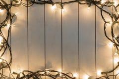 Света рождества на деревянном Стоковая Фотография