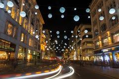 Света рождества на улице Оксфорда, Лондоне, Великобритании Стоковые Изображения RF