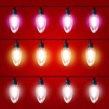 Света рождества - светящая гирлянда с электрическими лампочками Стоковые Изображения