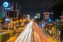 Света следа в городе Davao Стоковое Изображение