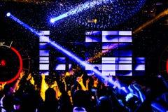 Света танцев confetti толпы концерта стоковая фотография rf