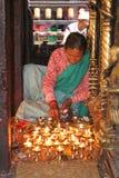 светильники смазывают подготовлять женщину стоковое изображение