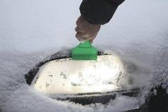 светильник автомобиля вьюги извлекает снежок Стоковые Фотографии RF