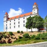 светильника флага замока bratislava небо slovakian 3 крыши динамически старое изображенное недавно восстанавливанное поднимая бор Стоковые Изображения