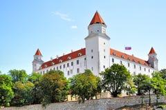 светильника флага замока bratislava небо slovakian 3 крыши динамически старое изображенное недавно восстанавливанное поднимая бор Стоковое Фото