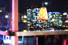 Светильник на таблице стоковые изображения rf