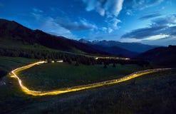 Светлая трассировка в горе стоковое изображение rf