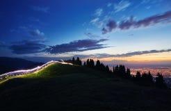 Светлая трассировка в горе стоковая фотография