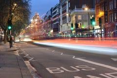 Светлая улица на kingsdom Лондона объединенном Стоковые Фотографии RF
