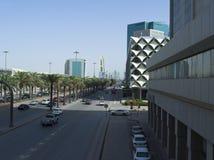 Светлое движение на короле Fahad Дороге рано утром в Эр-Рияде Стоковое фото RF