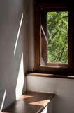 светлое естественное окно деревянное Стоковые Фотографии RF
