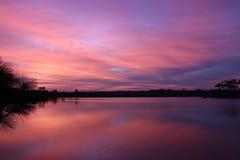 Светлое река отражения красивое и предпосылка восхода солнца Стоковое фото RF