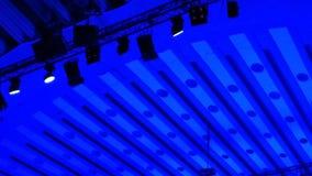 Светлые пятна на решетке светов сток-видео