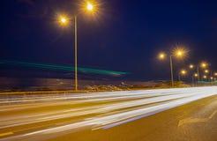 Светлый кабель автомобиля на шоссе с голубым небом Стоковые Изображения RF
