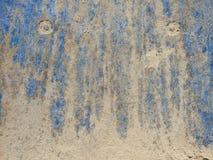 Светлый песок на голубой предпосылке стоковые фото