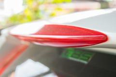 Светлый спойлер автомобиля города с знаком e85 на черном окне Стоковое Фото