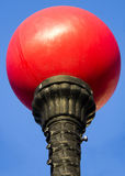 Светлый столб с красным шариком Стоковая Фотография