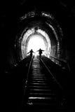 светлый человек к гуляя женщине Стоковые Изображения RF