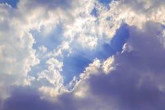 Световой луч с белым облаком Стоковое фото RF