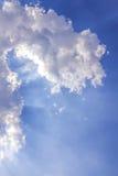 Световой луч с белым облаком Стоковые Изображения