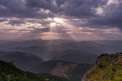 Световые лучи в горах Стоковые Изображения
