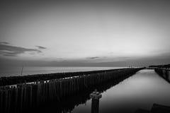 Светотеневое изображение Заход солнца морем Стоковое фото RF
