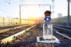Светофор на железнодорожном вокзале стоковые фотографии rf